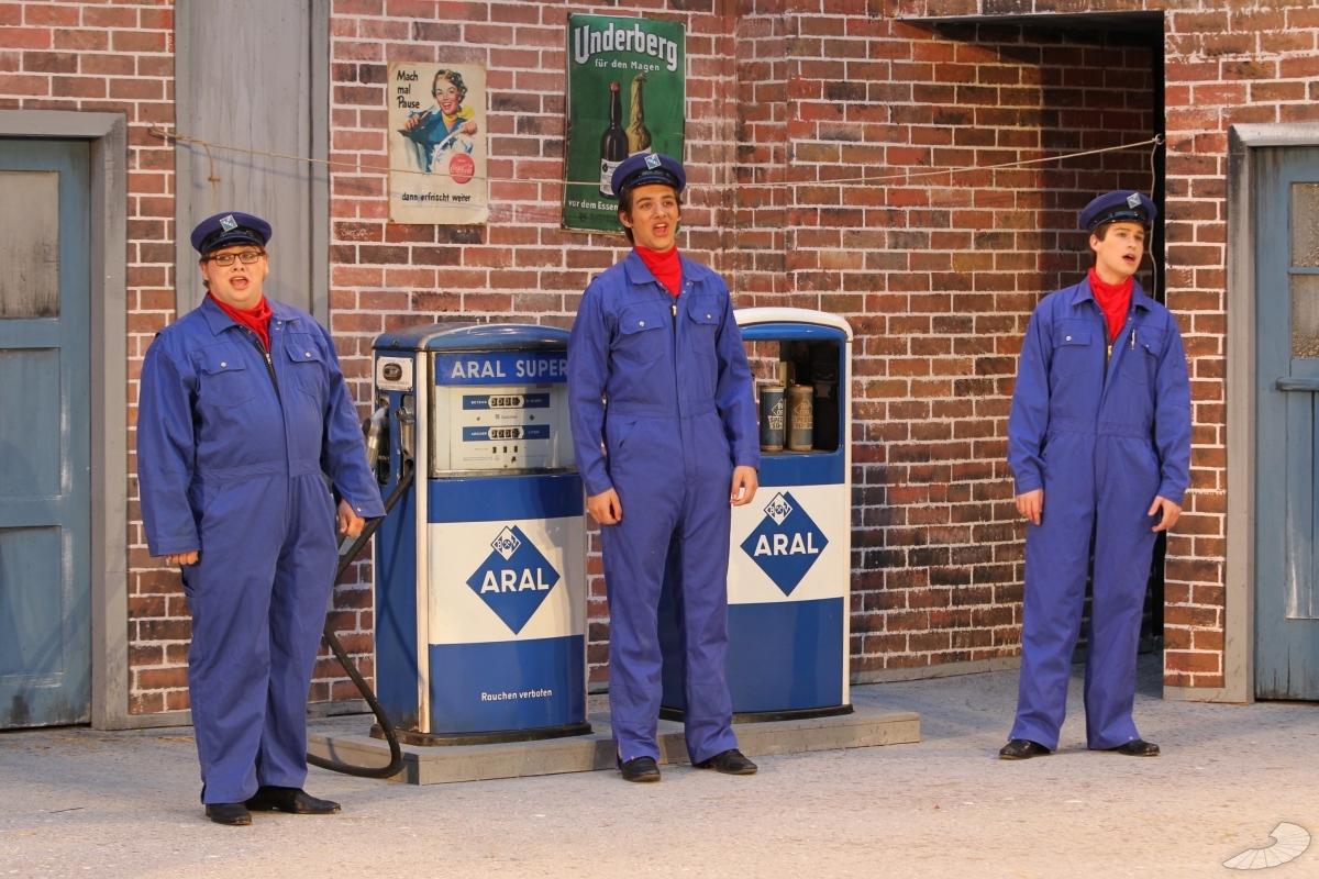 Drei Von Der Tankstelle